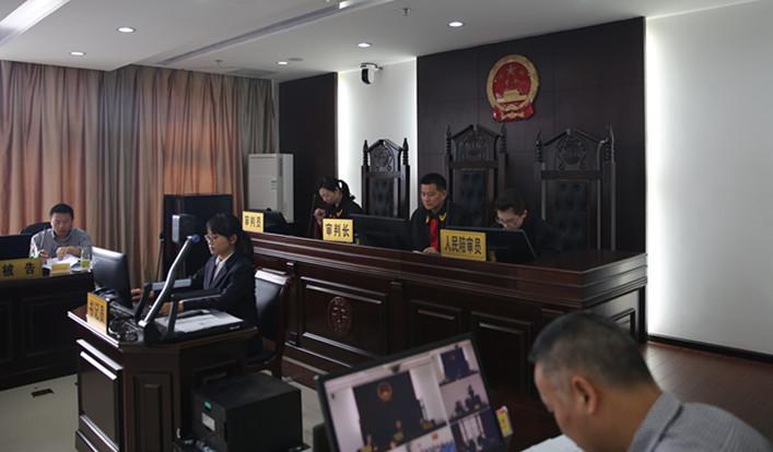 图为西陵法院党组书记,院长方正权主审一起行政案件.jpg
